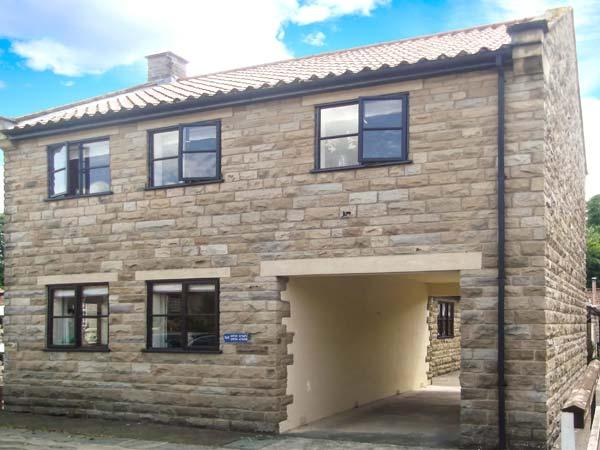 BROOKWOOD COTTAGE, family friendly, country holiday cottage, with a garden in Thornton-Le-Dale, Ref 514 - Image 1 - North Yorkshire - rentals