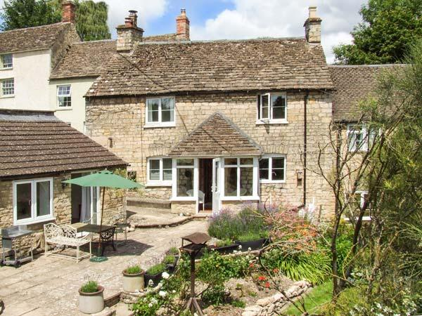 TUMBLERS, woodburning stove, WiFi, en-suite facilities, garden with furniture, in Tetbury, Ref 905270 - Image 1 - Tetbury - rentals