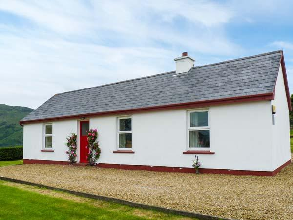 CRANNOG COTTAGE, open fire, pet-friendly, private track to the beach, all ground floor cottage near Ardara, Ref. 913270 - Image 1 - Ardara - rentals