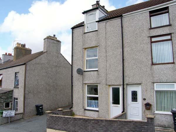 PORTHYFELIN, end-terrace, over three floors, balcony, patio, in Holyhead, Ref 913727 - Image 1 - Holyhead - rentals