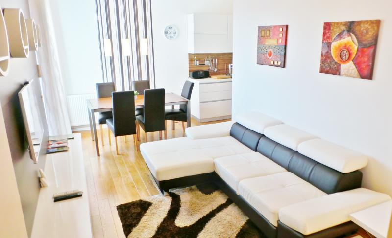 living room - 1 A APP 2 BDR  near main Railway station - Zagreb - rentals