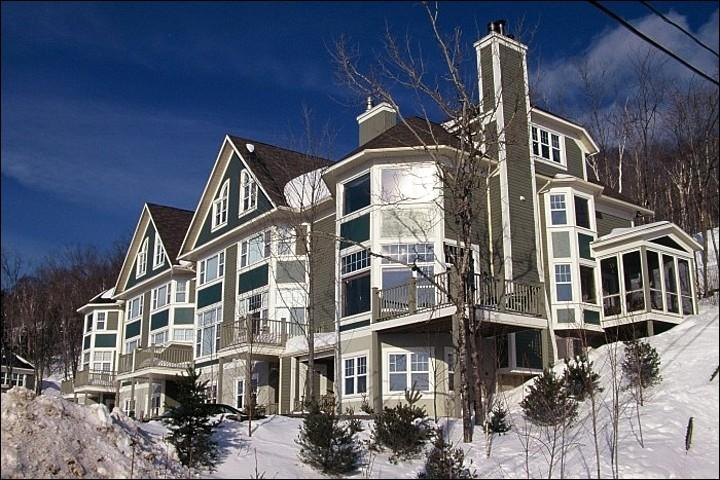 Stunning Townhome Exterior - Lovely Views of Mont Tremblant & Village - Spacious Layout and Tasteful Decor (6023) - Mont Tremblant - rentals