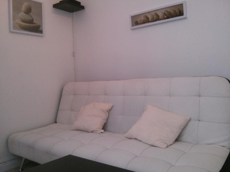 2 ROOMS BETWEEN CHAMPS ELYSEES AND MONTMARTRE - Image 1 - Paris - rentals