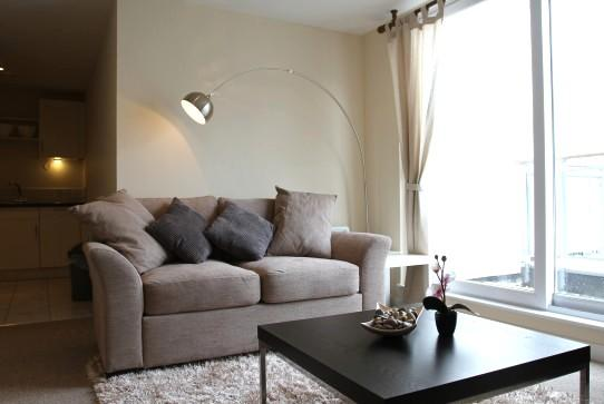 Living Area - 1 Bedroom Fully Serviced Apartment - Swindon - rentals