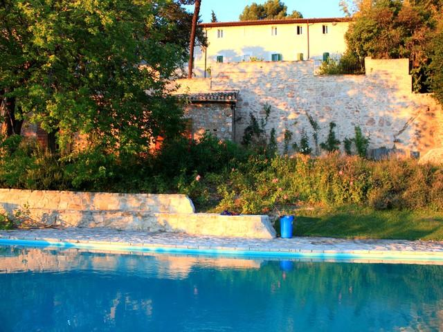 Villa Lusso + Manor House in walled grounds at sunset - Villa Lusso - 5 miles from central Spoleto - Cortaccione - rentals