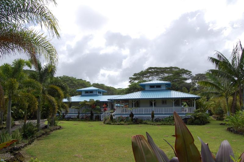 Front of the bungalows. - Island Breeze Bungalows - A piece of Paradise - Keaau - rentals