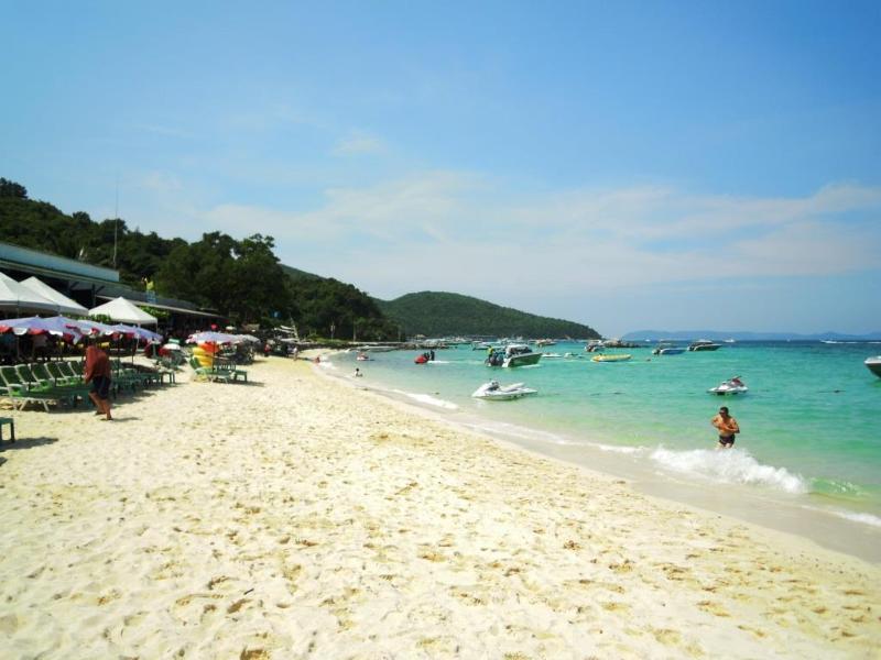 Koh Larn Beach is a short ferry ride away - Jomtien or Pattaya?  How about the best of both? - Jomtien Beach - rentals