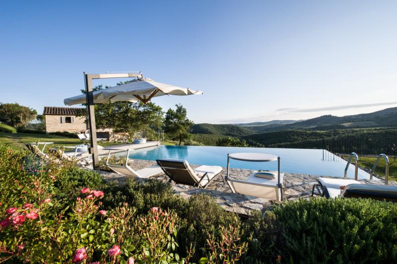 Heated Infinity Edge Pool with Cover - Panoramic Country Views at Le Pratola Chianti - Gaiole in Chianti - rentals