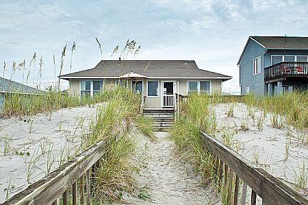 Exterior - Turtle Watch. 1109 Ocean Blvd, Topsail Beach. SAVE UP TO $115!! - Topsail Beach - rentals
