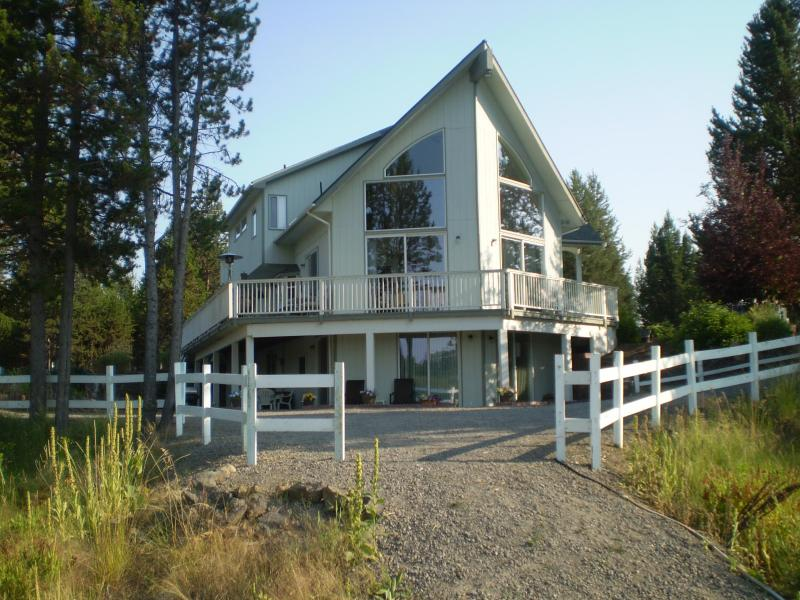 (On Riverfront Property) *  Hot Tub ** Nice - Image 1 - Sunriver - rentals