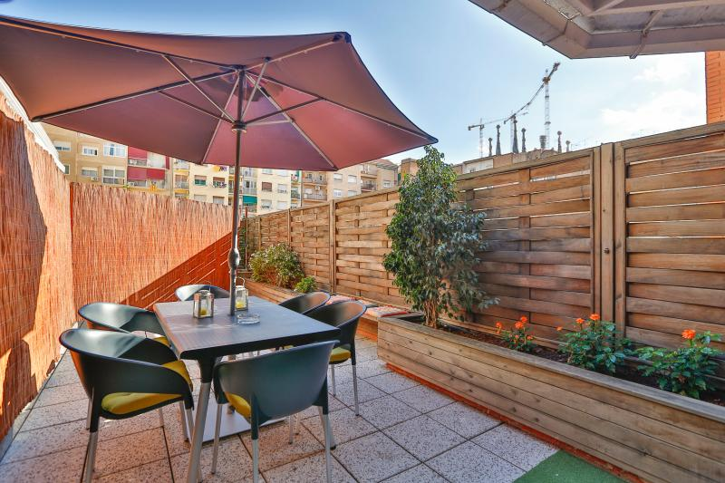 Large terrace with glimpse of the towers of the Sagrada Familia - Sagrada Familia Terrace - Barcelona - rentals