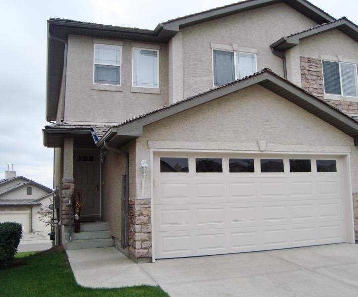 Outside house - Upscale! 3 BR Executive  Townhouse Nw Calgary - Calgary - rentals