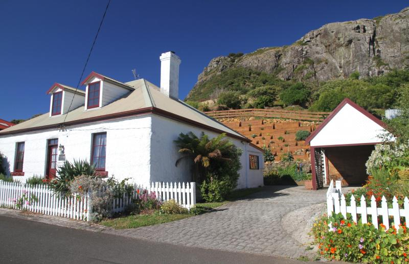 Captain's Cottage Quietly Nestled Under The Nut - The Captains Cottage - Stanley - rentals