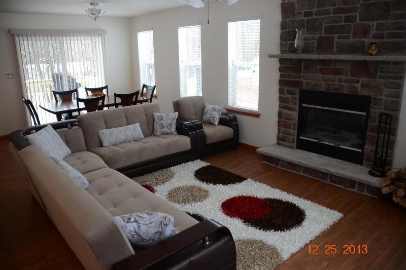 New Pocono House! A/C, Gazebo, Deck - Walk to Pool - Image 1 - Albrightsville - rentals