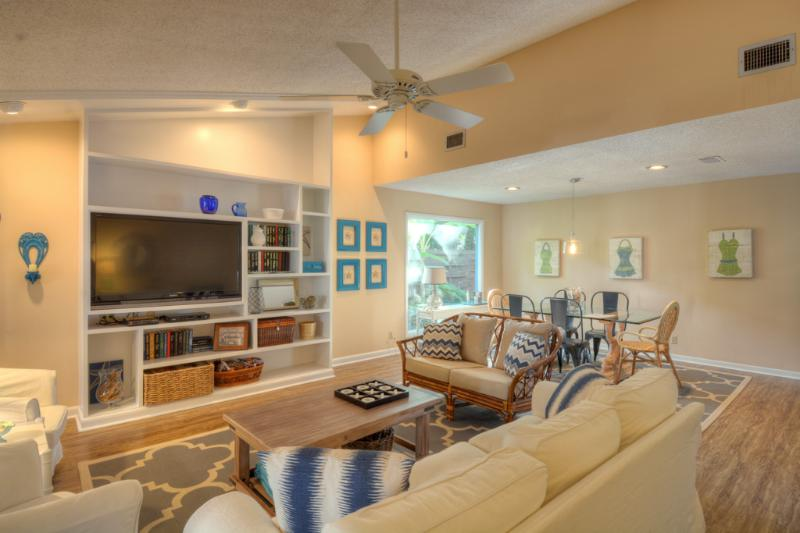 Living Area - Seashell Cottage - East Beach ~ pet friendly - Saint Simons Island - rentals