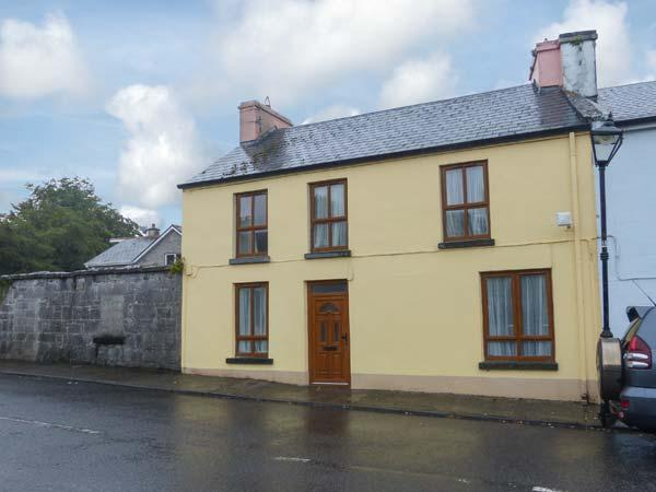 ST. ANNE'S, open fire, over three floors, two sitting rooms, in Clonbur, Ref. 904455 - Image 1 - Clonbur - rentals