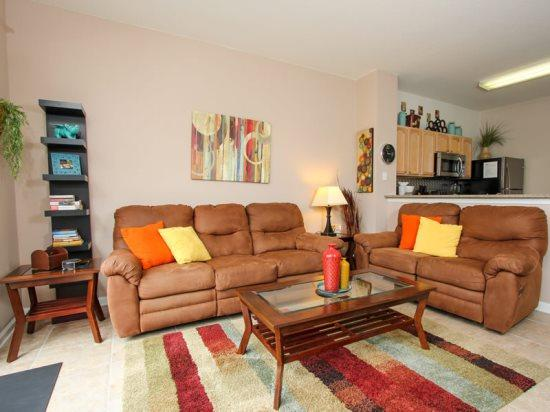 Gorgeous 3 Bedroom 3 Bathroom Townhome with Splash Pool. 2562ML - Image 1 - Orlando - rentals