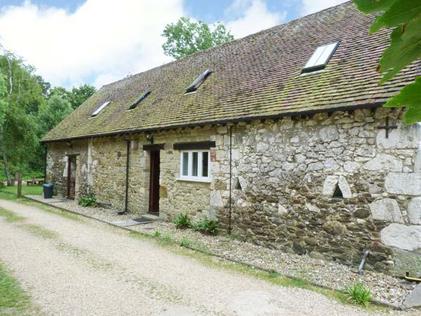 POND COTTAGE, pet friendly, character holiday cottage, with a garden in Yafford, Ref 3812 - Image 1 - Newport - rentals