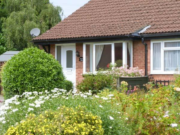 MOORS EDGE, all ground floor, enclosed garden with furniture, great base for exploring North Yorkshire, Ref 906916 - Image 1 - Kirkbymoorside - rentals