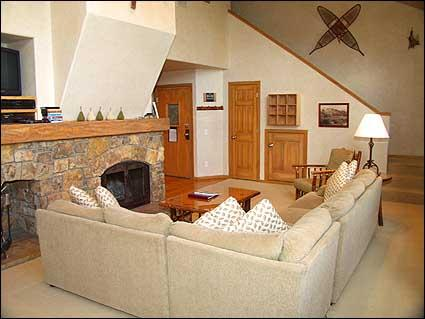 Large family room with beautiful stone fireplace - Snowmass - 1 Bedroom/Ski-in (2132) - Aspen - rentals