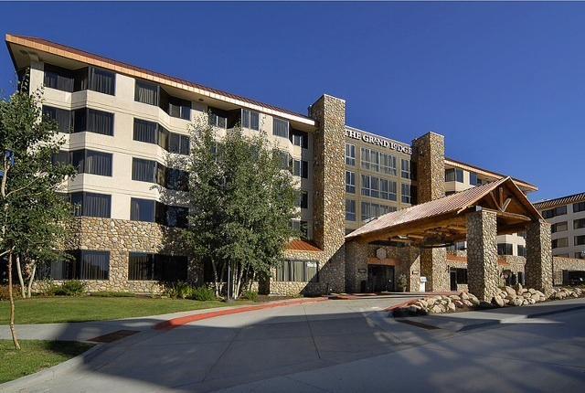 Entrance/building front - Grand Lodge @Mt Crested Butte, king suite - Crested Butte - rentals