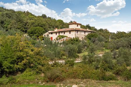Beautifully restored Ricavoli offers 360° countryside & lake views, superb garden & pool - Image 1 - Florence - rentals