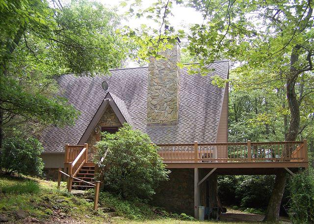 Meadows Cottage a story Book A-Frame in wooded setting with Grandfather views - Image 1 - Blowing Rock - rentals