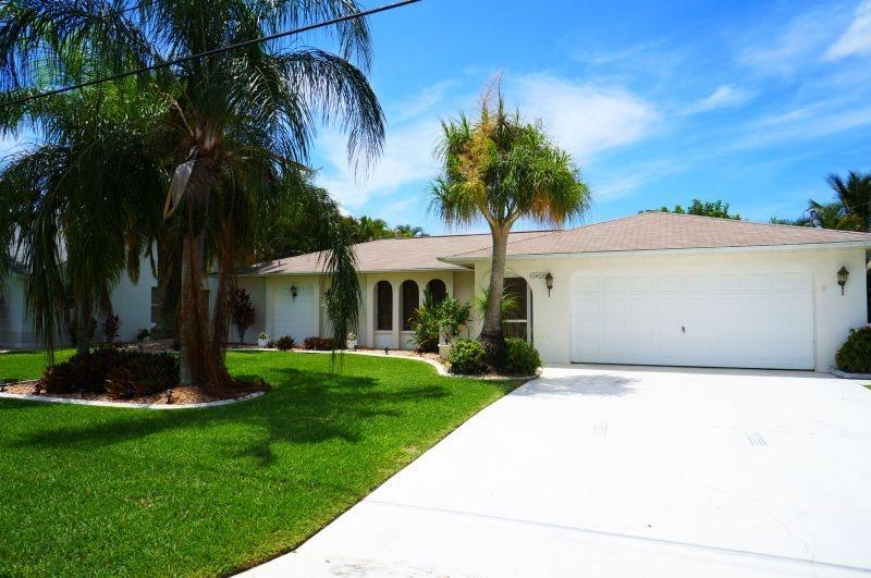 Happy Days - SE Cape Coral, 3b/2ba Pool Home, Gulf Access, Solar heated Pool, Boat Dock w.Lift, - Image 1 - Cape Coral - rentals