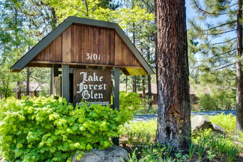 Tahoe City Lake Forest Condo with Pool and Hot Tub - Image 1 - Tahoe City - rentals