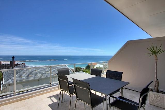 Camps Bay - Summer Place - walk to beachfront - Image 1 - Camps Bay - rentals
