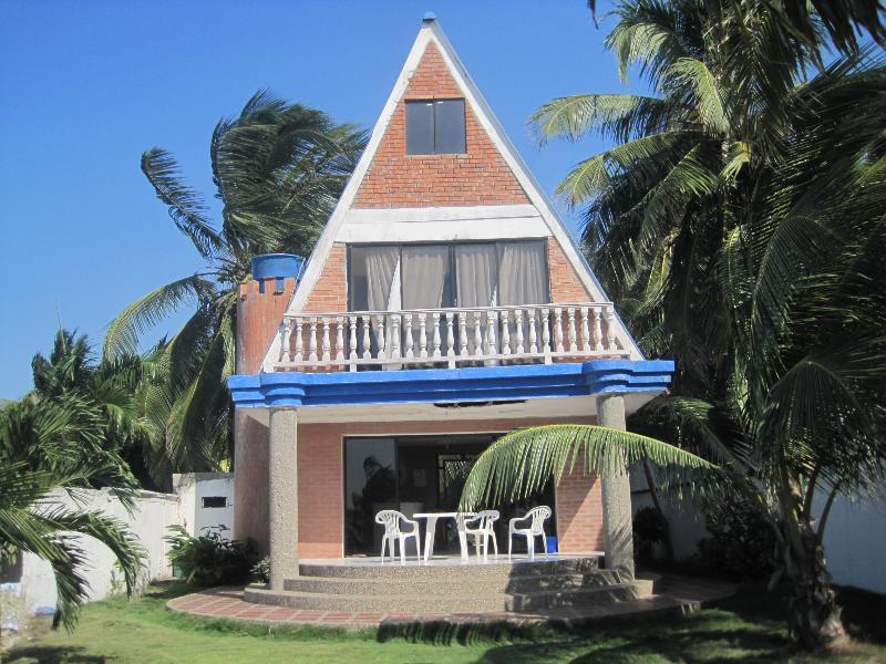 Fachada del Chalet frente al mar. - Cartagena, Manzanillo Del Mar,bolivar,colombia Chalet - Cartagena - rentals