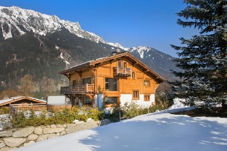 With home cinema, jacuzzi & sauna, Chalet Rosana is the perfect respite after a day's skiing - Image 1 - Chamonix - rentals