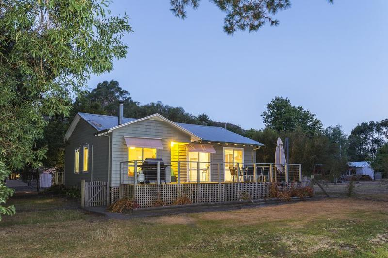 Idealic setting with Nat Park frontage - Serenity Halls Gap: National Park Frontage - Halls Gap - rentals