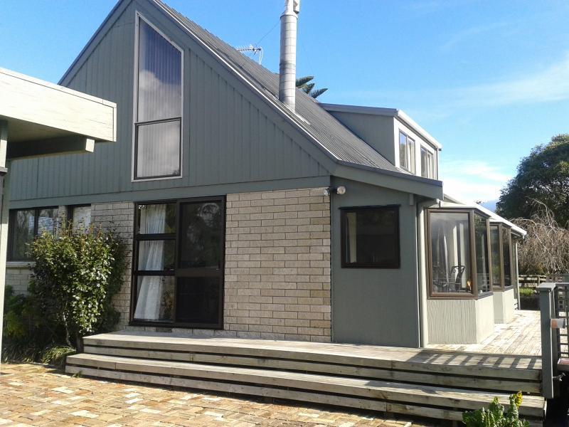 Front house with deck - Cottage near stunning NZ bush. - Waihi - rentals
