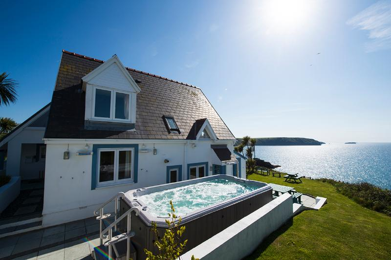 Five Star Child Friendly Holiday Cottage - Atlantic Sunset, Little Haven - Image 1 - Little Haven - rentals