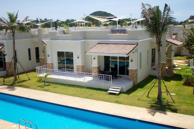 3 BR Royal Villa JACUZZI ON THE ROOF - Image 1 - Sam Roi Yod - rentals