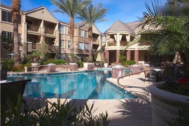 Upscale Biltmore condo overlooks pool - Image 1 - Phoenix - rentals