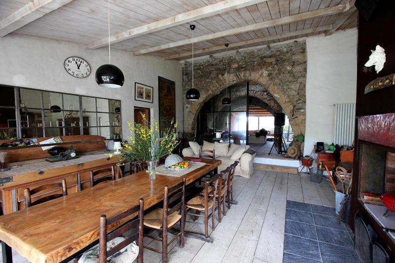 The dining room - Ancient XIVe sheep-fold - Saint-Jean-de-Barrou - rentals