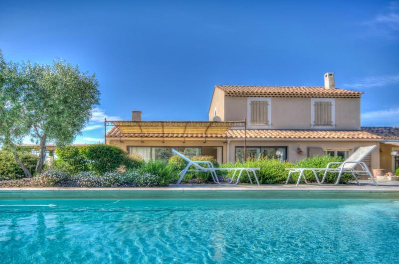 Vue Alpilles Villa in Provence for rent, holiday mas to let in Provence, holiday rental Provence, mas near St. Remy - Image 1 - Eygalieres - rentals