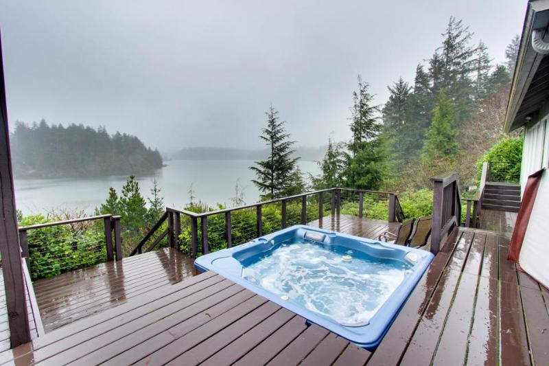 Woahink Lake House - Image 1 - Florence - rentals
