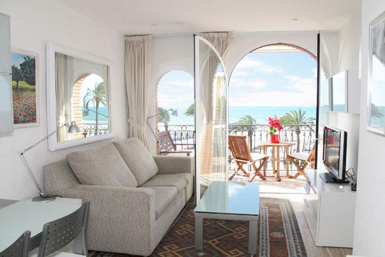 Living room - LITTLE WHITE Beautiful beachfront apartment - Sitges - rentals