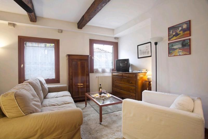 Large & cosy apt in quiet & typical neighbourhood - Image 1 - Venice - rentals