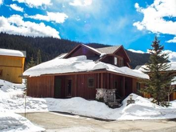 Front of Cabin - Fairway's Cabins and Cottages - Cabin 12 - Sun Peaks - rentals