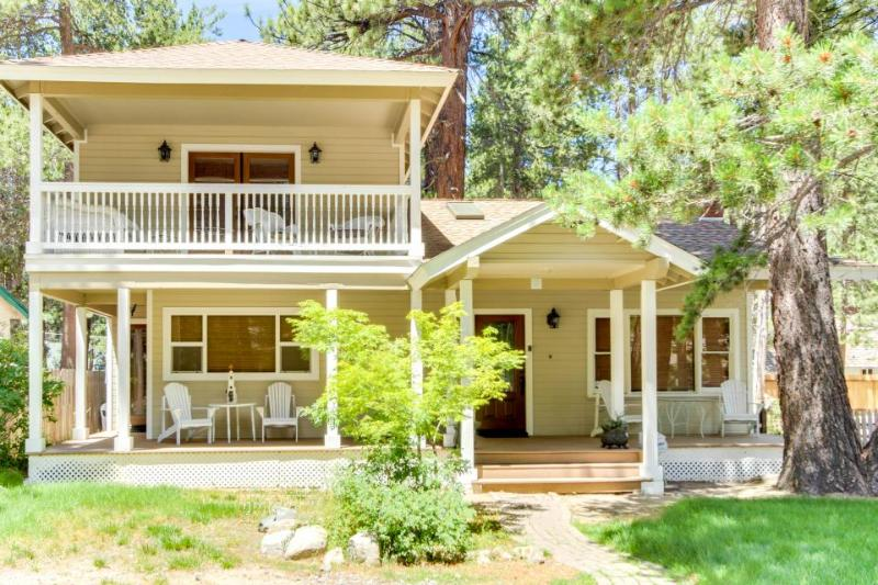 Spacious getaway with a jetted tub, gas fireplace! - Image 1 - South Lake Tahoe - rentals