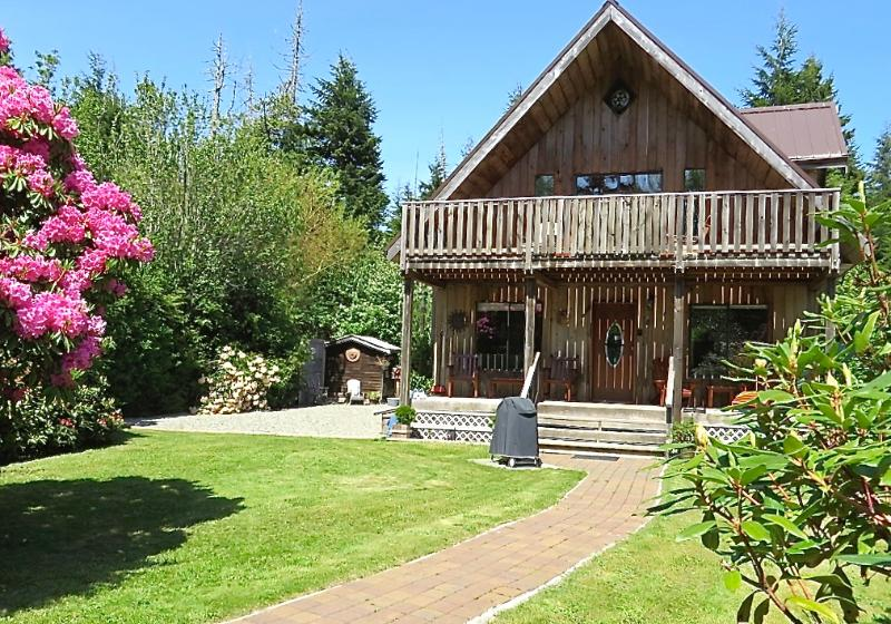 Beach Cottage - Beach Cottage at Chesterman with Private Sauna - Tofino - rentals