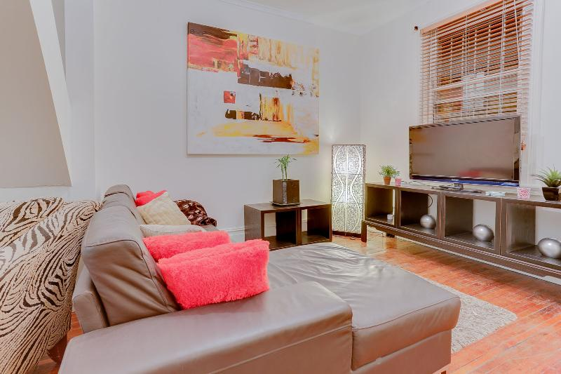 Rustic Terrace Home With City Views Near Hyde Park - Image 1 - Sydney - rentals