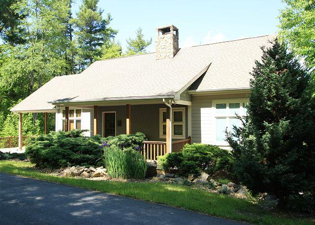 Sunset West gorgeous timber frame home with 3 bedrooms and ping pong - Image 1 - Blowing Rock - rentals