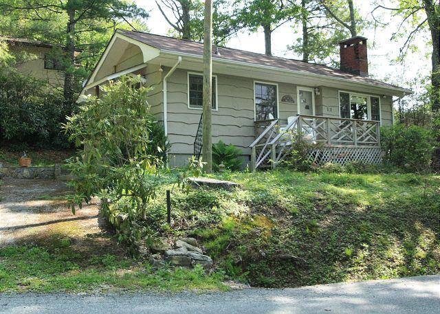 Shady Lane is a adorable compact cottage, in-town Blowing Rock, sleeps 4 - Image 1 - Blowing Rock - rentals