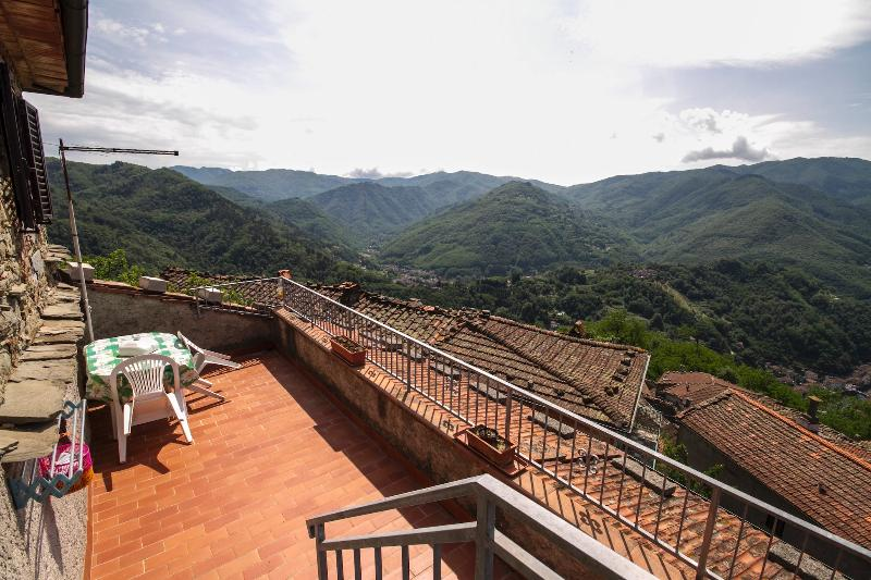 Tosca House with Beautiful View on Bagni di Lucca - Image 1 - Bagni Di Lucca - rentals