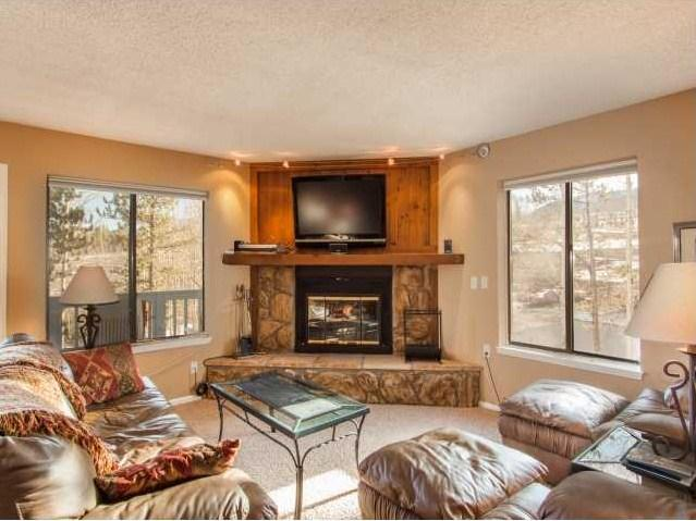 Enjoy the mountain views while relaxing in the spacious 1100 sq ft unit - Bullwinkle's Folly - 2BD/2BA w/ mountain views! - Silverthorne - rentals